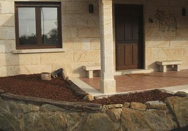 lima porche cerrado de piedra y madera estrucuta en piao garage subterraneo piscina aglomerado para entrada